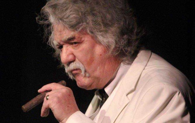 Twain smoking